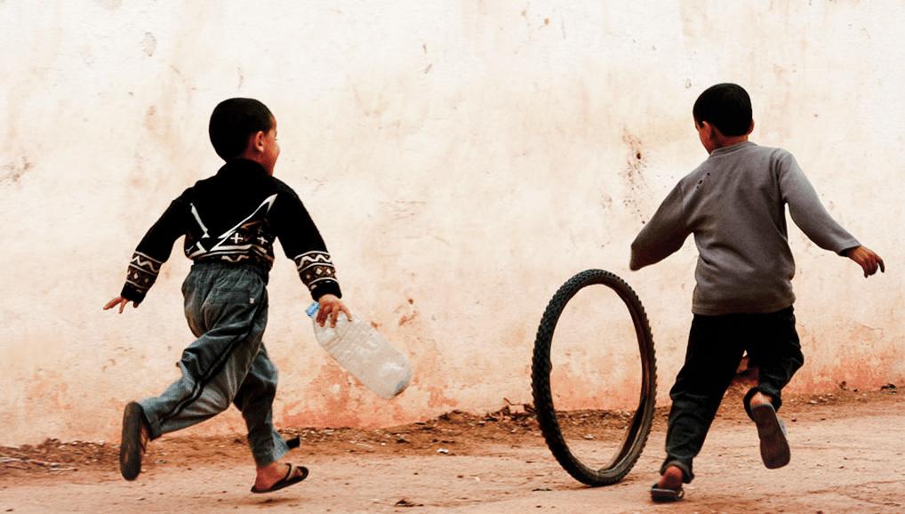 طفلان يركضان - المغرب