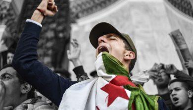 احتجاجات الجزائر - تنحي بوتفليقة