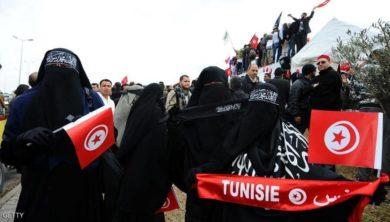 تونس تحظر ارتداء النقاب في الأماكن العامة