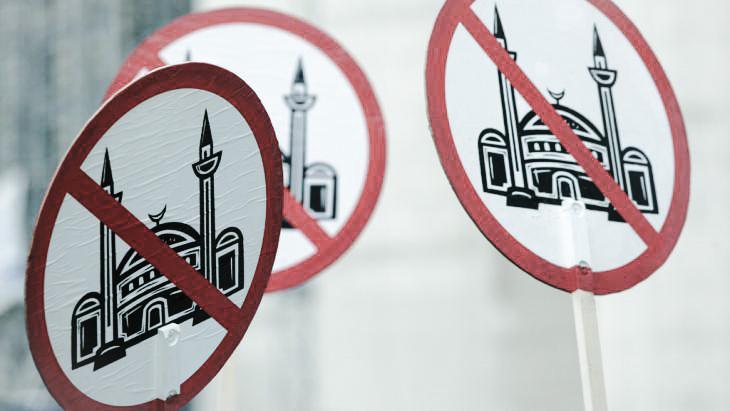 الإسلاموفوبيا أم معاداة الإسلام؟