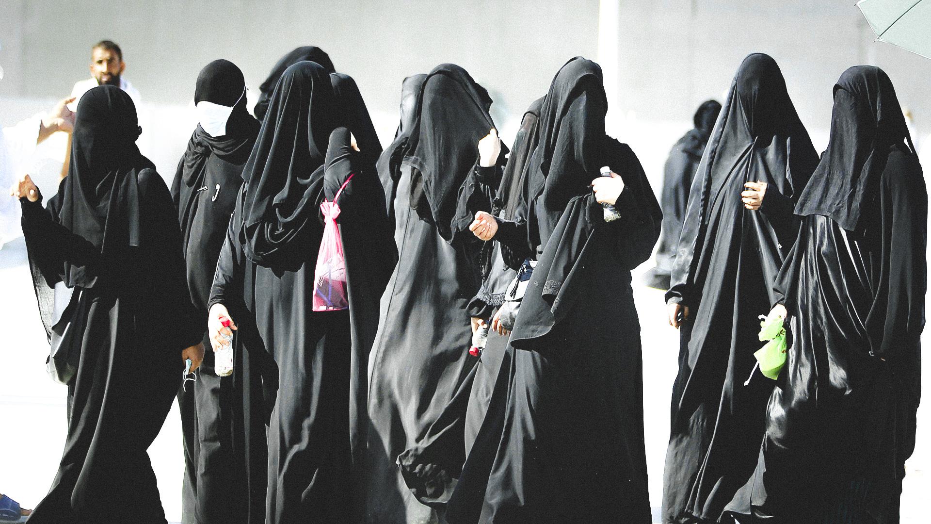 نساء منقبات - برقع